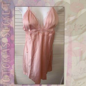 Sz.M Victoria's Secret Whisper Pink Lace Slip NWOT